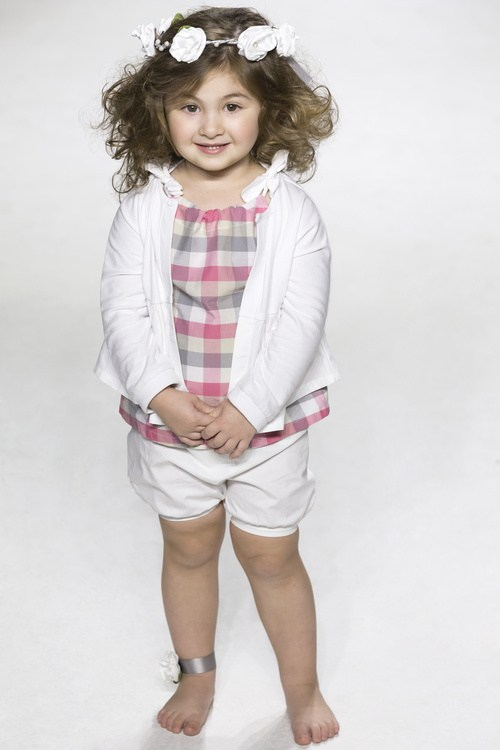 medium curly hairstyle for little girls